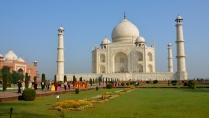 Taj Mahal and many fellow tourists