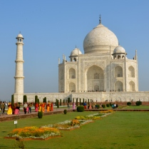 Taj Mahal and many fellow tourists