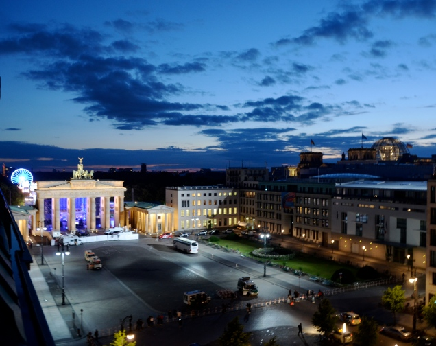 Pariser Platz (Plaza), Brandenburger Tor